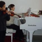gern macht Klavierlehrerin Inna Klavierbegleitung für Akim