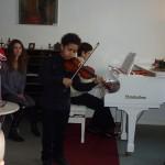 Akim Camara. Am liebsten spielt er auf seiner Geige oder auf dem Klavier, das er als zweites Instrument erlernt
